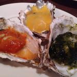 オイスター&ワイン 牡蠣屋バル - 焼き牡蠣3種盛り合わせ