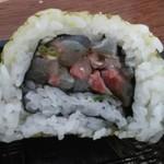 玄海鮨 - 断面図  アジがぎっしり