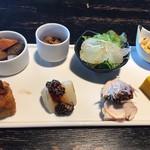 文楽 東蔵 - 彩り前菜セット(前菜8種)