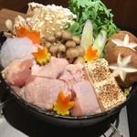 地鶏と個室居酒屋 辻留 - 鶏のすき焼き♪お野菜もた〜っぷりとれます。