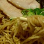 94917386 - 醤油拉麺 確りウェーブの麺