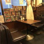 喫茶マック - 店内 ※マニアックな漫画が揃います