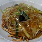 餃子天国 - 揚げ麺は太麺。餡掛けが❤