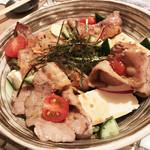 Kitchen和 - 自家製豆腐と豚バラの焼きしゃぶのサラダ