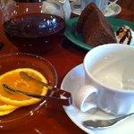 カフェ エスケープ - オレンジティーとシフォンケーキ