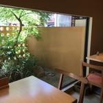 和 こじま - 店内 テーブル席