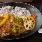 カレーの店 KYU- - 野菜カレー 830円 境目がヨコ