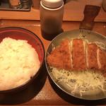 祭太鼓 - ソースカツ丼 並ロース シングル 定食なし ご飯普通盛り(490円)