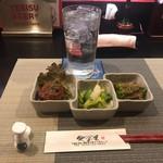 愛子屋 - 蕎麦焼酎、お通し(自家製ハンバーグ、浅漬け、ツルムラサキ胡麻だれ)