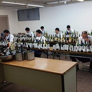 ◎500種類のワイン。全てブラインドテイスティングしています