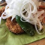レストラン山猫軒 - Bランチチキン南蛮。玉ねぎスライスの下にタルタルソースとピーマン、エリンギ、チキンカツが♪