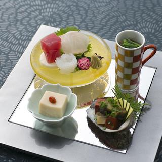 五感でお楽しみいただける季節感にあふれた日本料理
