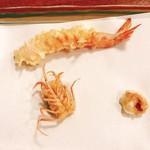 94930144 - 才巻きの天ぷら、一つ一つがその都度厨房から運び出される