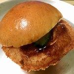 木村屋 - モッツァレラチーズのハムカツパン(240円)
