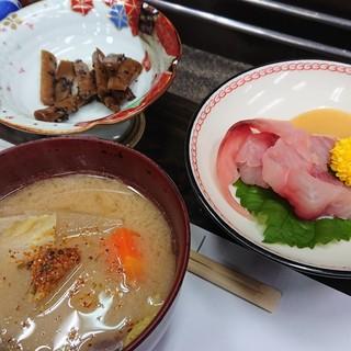 吉弥 - 料理写真:炉端で晩御飯