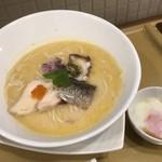 麺や 徳川吉成 - 海鶏そば 温玉入り