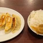 94936858 - 餃子4個とライス・ザーサイ
