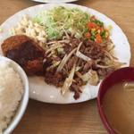 朝美食堂 - コンビB定食(コロッケ・焼肉)