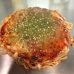 お好み焼き えっと - 「肉玉そば」(600円)・「野菜ダブル」(100円増)