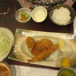 こだわりとんかつ あぢま - カキフライと人気カツの満腹定食