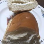 パンの田島 - 練乳ミルクの断面