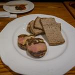 Izakayaban - フォワグラとドライイチジクのパテ
