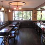 嵐山茶寮 - カウンター席とテーブル席が有ります♪