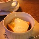 カフェ レ ジュ グルニエ - 雨の日にはもれなくついてくる、ハニートースト♪