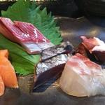 うお左衛門 - お造り定食サーモン、鰹、ハマチ、鯛、蛸