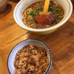 硯家 - スパイシーカレーうどんと炊き込みご飯('18/10/21)