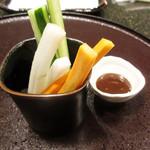 天ぷら 東山 - お通しの野菜スティック('18.9月下旬)