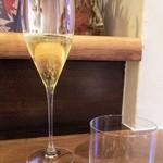 94979247 - スパークリングワイン1590円(税別)