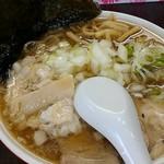 手打ち中華そば 酒田 - 料理写真:食い気が勝って、画角が悪い