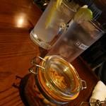 94983498 - 燻製レモンサワー&燻製ジントニック&お通し(燻製柿ピー)