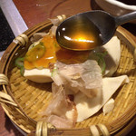 94985357 - ③自家製のざる豆冨。出汁醤油の餡を掛けて頂きます。