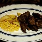 熟成牛ステーキバル Gottie's BEEF - 同伴者のサービスカットステーキ