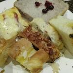 サンドッグイン 神戸屋 - 食ってないものを中心に4皿目。番餅のようなアンパンが良かった。