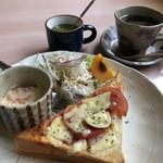 香彩 - ブレンドコーヒー380円とピザトーストのモーニング