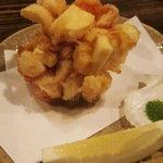 酒盃 - ユリ根とジャガイモなどのかき揚げを抹茶塩で