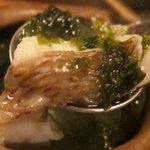 酒盃 - 白身の魚とアオサ
