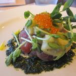 94996128 - 前菜は旬魚のタルタルと焼きナスのマリネ、大葉のソース