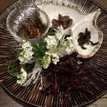 卯屋 - 料理写真:はちの子 カイコ ザザムシ イナゴ