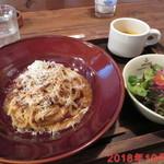 TONDAMACHI CAFE - 自家製粗挽き肉のラグポロネーゼ \950