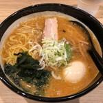 麺や虎鉄 - 熟成あら味噌らーめん @750円