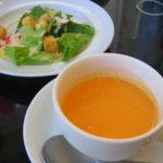 CROSSES CAFE - クリスマス限定ランチのサラダとスープ