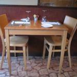 フランス食堂 フーヴェール - 店内テーブル席