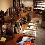 丸山珈琲  - 厳選された雑誌や書籍