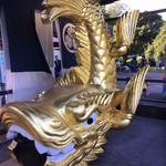 あつた蓬莱軒 - 言うまでもなく、名古屋の金ピカシンボル。