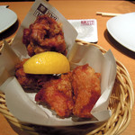 YEBISU BAR - 知床鶏のチキンバスケット864円(税込)