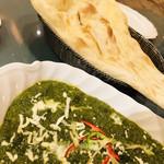 インド料理 ショナ・ルパ - アラカルトでお願いしたほうれん草のカレー。インドでは定番中の定番です(о´∀`о)
